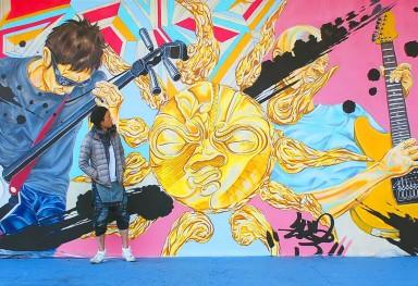 INUZARU ステージ壁画 「太陽の恵みと芸術の祭り イヌザル」